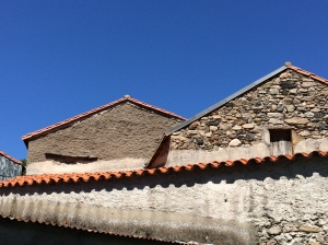 Roof tops and tiles in Castanet-le-Haut