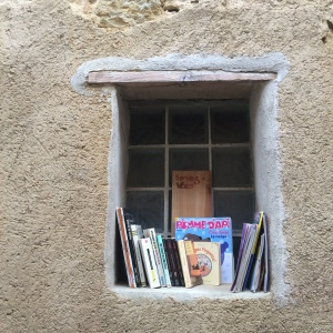 Library in window sill, Avignonet-Lauragais